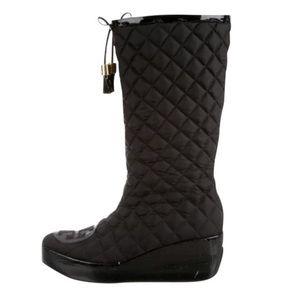 Black Gigi Logo Quilted Tassel Wedge Patent Boot